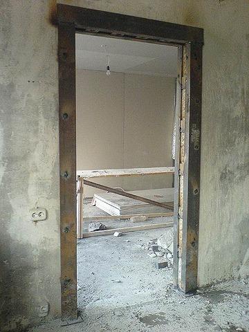 сколько стоит установить железную входную дверь в панельном доме